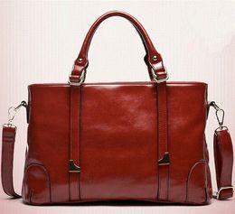 Las mujeres baratas bolsas de cuero negro en Línea-Las mujeres bolso de cuero marcas de fábrica famosas de la PU de la vendimia de cuero grandes bolsas de hombro Rojo Negro barato del bolso de la lona