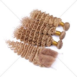Miel rubia pelo rizado virgen en Línea-27 Pelo malasio de la Virgen rizado 3 paquetes con el cordón del cierre del cordón Blonde Blindaje Wet y la armadura ondulada con el encierro