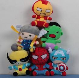 Compra Online Superhéroes juguetes de peluche-18CM Marvel super héroes de peluche juega a los vengadores Capitán América Superman Hombre araña Batman Thor hierro hombre relleno juguetes de peluche regalo