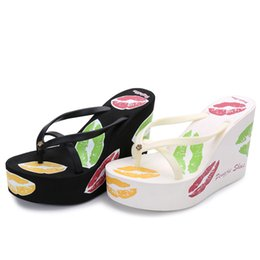 2017 new European and American fashion sexy women's shoes, high heeled flip flops, comfortable anti-skid beach slippers, summer slippers.