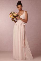 Impresionantes vestidos de dama de honor de color rosa claro BHLDN 2016 Longitud piso de longitud gasa V cuello de vestidos formales de boda con cierre de envoltura de lazo pink formal tie deals desde lazo formal de color rosa proveedores