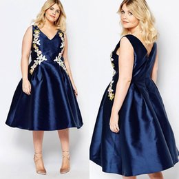 Navy Blue Plus Size Short Prom Dresses V Neck A-Line Appliqued Special Occasion Dress Knee Length Satin Evening Gowns