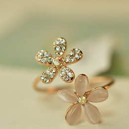 New Fashion Lovely Gold Daisy Flower Crystal Rhinestone Women Rings Gift Adjustable Finger Brand Opal Flowers diamante Opening ring Jewelry