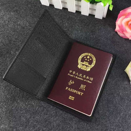 2016 New Fashion Famous Luxury Brand men's Passport Cover Travel Passport Holder Women's Genuine Leather men ID Card Holder Wallets M60181