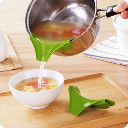 Wholesale New silicone liquid funnel pots and pans round rim deflector Anti spill drain kitchen utensils cooking tool
