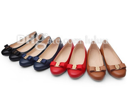 Wholesale womens design brand shoes flat famous new fashion flats women Office Career genuine leather Casual and comfortable flat fashion lady shoes