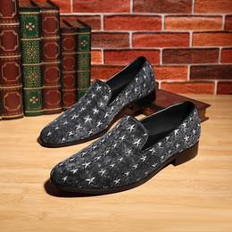 Promotion la conception de chaussures de couleur Conception personnalisée du pouvoir de star de la tendance des pantoufles de la mode des chaussures pour hommes orteil 2 affaires couleur lisse chaussures de sport arrondi