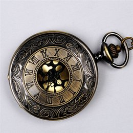 Mujer del reloj del collar en venta-Bronce antiguo con números romanos de bolsillo relojes Collares Locket del tirón del reloj de cuarzo Relojes Para la joyería de las mujeres mujeres de regalo de Navidad 230217
