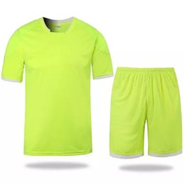 Wholesale Whosales Discount Football Jersey soccer uniforms kit football Shirt Soccer Uniform sets Custom DIY Number Name Pattern Team Logo BADGE thai