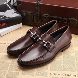 Wholesale Diseñador de moda clásico de oficina traje hombres zapatos de vestir de cuero genuino negro marrón italiano formal de Oxford zapatos de boda tamaño
