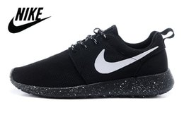 Wholesale Nike Classical Roshe Run Running Shoes Men Women Lover s Lightweight Breathable RosheRun Athletic London Olympic Sport Sneakers