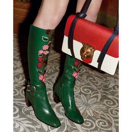 Longue en cuir femmes boot en Ligne-Plus Size 37-42 Nouveau Design Femmes Marque Fleur Motif Boucle Bottes Longes Avec Matt Cuir Retro Knee Haute Femmes Bottes D'hiver 2016