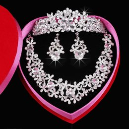 Wholesale Unique Design Three piece Rhinestone Crystals Bridal Accessories Tiaras Hair Accessories Earrings for wedding In Stock