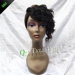 Descuento cortes de pelo rizado corto para las mujeres Al por mayor-Queen Style peluca de la manera de la mezcla de color negro de color marrón oscuro y rizado marginales Rihanna pelucas corte de pelo corto para las mujeres negras