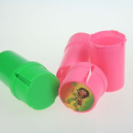Wholesale Newest Design Bottle Grinder Water Tight Air Tight Medical Grade Plastic Smell Proof Tobacco Herb plastic case layer Grinders Two style