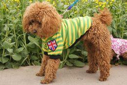 Moda Artículos para mascotas ropa para perros de gato de unión de la raya de peluche del resorte del perro ropa del verano del chaleco del perro desde fuentes del perro muelles proveedores