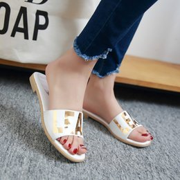 2016 wholesale outdoor sole big size 33-45 flat heel letter mixed colors open toes ladies scuffs shoes women slippers white sliver 153-5