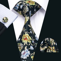 Novelty Mens Printed Ties Black White Red Flower Pattern Business Wedding Silk Tie Set Include Tie Cufflinks Hankerchief Freeshipping N-1239