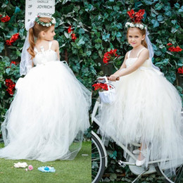Lovely Ivory Tulle Flower Girl Dresses Cheap High Quality Kids Formal Wear with Straps and Sash Wedding Party Little Girl Gowns