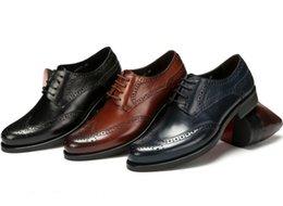 2017 mens chaussures marron confortables Confortable noir / marron foncé / bleu foncé Oxfords chaussures authentiques chaussures habillées en cuir hommes chaussures d'affaires de mode chaussures de partie pour hommes mens chaussures marron confortables à vendre
