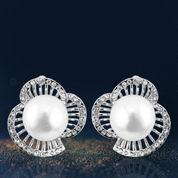 Korean crystal imitation pearl fashion stud,popular petal earrings, elegant ear stud,concise classic ear stud GL6016E