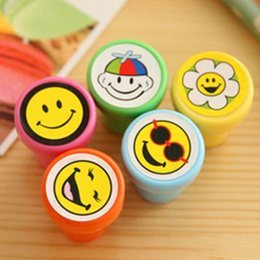 Novelty 10pcs lot Cartoon Flower Stamp Rubber Stamps Funny Gift for Child Kids Stamp Seal Toy Cute Prize Gifts Free Shipping