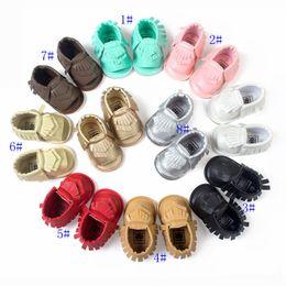 Promotion la conception de chaussures de couleur Vente en gros Dernier design 8 couleurs Nouveaux mocassins bébé premiers chaussures walker Chaussures bébé Tassels Chaussures soledes douces Sandales à soie Qualité supérieure EMS GRATUIT