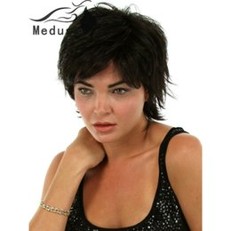 Free shipping Synthetic pastel wigs for women Short shag styles wavy black wig with bangs Perruque courte