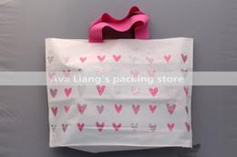 Купить Онлайн Лакокрасочные магазины-45 * 35см 40 * 30см пластиковая ручка сумки / Розничная Корзина Подарочные Продуктовые Упаковка Мешки с розовыми сердца окрашены / белье пакет сумки