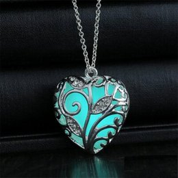 2016 hot sales!New Valentines Day blue Glowing Heart Necklace glow in the Dark fairy Magical glow in the Darks Necklaces hotest sale