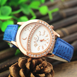 Free shipping!PVC leather band,gold plate alloy round case with crystal deco,moon star UP dial,gerryda fashion woman quartz watches,709