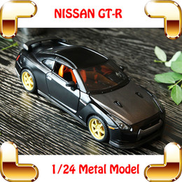 New Arrival Gift MAISTO GTR 1 24 Metal Model Car Sport Vehicle Race Cars Collection For Fans Alloy Decoration Toys Openable Toy