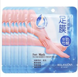 Wholesale Rolanjona Feet Mask Milk and Bamboo Vinegar Feet Mask Skin Peeling Exfoliating Dry Dead Skin Remover Feet care pack pair