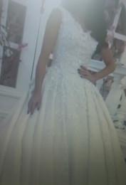 Wholesale Ball Gown Wedding Dresses Luxury V Neck D Floral Appliques Decorated Lace Appliques Chapel Train Satin Bridal Gowns