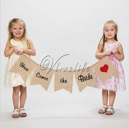 Wholesale Fashion Burlap Banner quot Here Comes the Bride quot Sign for Rustic Wedding Party Decoration Wedding Props Flags and Banner