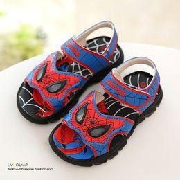 J.G Chen 2016 nueva figura de la película de verano Spiderman de alta calidad no deslizante zapatos de sandalias de niño niños para los niños 26-31 con luz desde zapatos de hombre araña para niños proveedores