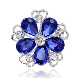 Wholesale White Green Red Blue Crystal Flower Brooches for Women Vintage Wedding Accessories Fashion Collar Brooch Lapel Pin Rhinestone Brooch