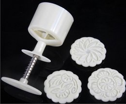 100g White round flower mooncake molds with 3 Stamps plastic hand pressure chinese mooncake mould,20sets lot