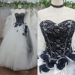 Wholesale Stunning Black and White Wedding Dresses Victorian Ball Gown Gothic Bridal Gowns Sweetheart Neckline Beads Lace Top Handmade Flowers Tulle