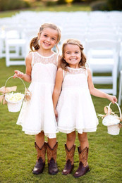 2016 New Pretty Princess White Lace Flower Girls Dresses Custom Made Little Girl Party Gowns Short Communion Dresses