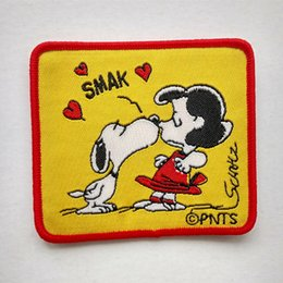 "Snoopy kissing LUCY ""Smak"" Sew on cartoon patch Shirt Kids Gift baby shirt bag trousers coat Decorate"