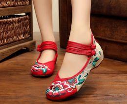 Broderie chaussures plates à vendre-Femmes Plus Taille 34- 41 Broderie à la Main Chaussures Hasp Vieux Pékin Mary Jane Soft Sole Chaussures Casual Chaussures Chaussures de toile Chaussures de toile respirante
