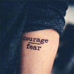 Acheter en ligne Transfert d'eau autocollants de tatouage-Grossiste-imperméable tatouage temporaire autocollants Courage Fear Heart Mind Lettres Design transfert d'eau tatouage Harajuku faux tatouage