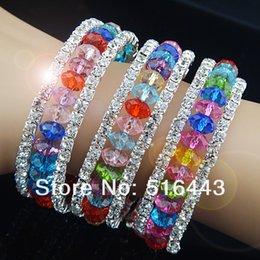 Descuento cristales checo pulseras Las pulseras estiradas de los brazaletes de los encantos de las pulseras de los Rhinestones checos cristalinos coloridos encantadores de 12pcs 3rows venden al por mayor la joyería A-700 de la manera