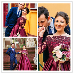 2017 alfombra roja del hombro fuera Elegante vestidos de noche de Borgoña mangas largas fuera del hombro una línea de encaje sexy Applique vestidos de celebridad de la alfombra roja vestidos formales vestido personalizado