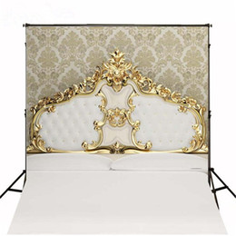 Promotion backdrops de vinyle de photographie de bébé 5x7ft Golden Tufted Headboard Bed Backdrops Fond d'écran Vinyl Damask Kids Newborn Baby Shower Studio Props