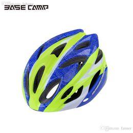 Venta al por mayor-2016 BASECAMP MTB casco de ciclismo Ultraligero bicicleta de carretera bicicleta casco deportes casco sombrero con visera removible BC-012 NUEVO desde visera extraíble casco proveedores