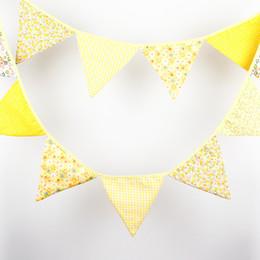Vente en gros-3.2M 12flags Jaune Tissu Vintage Bunting Mariage Décoration Fête Anniversaire Baby Shower Banner à partir de tissu étamine bannière fabricateur