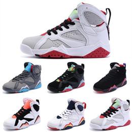 Compra Online Niñas de arranque blanco-Los zapatos de baloncesto grises blancos retros de los nuevos 7 de la juventud baratos calzan a muchachos de los zapatos de los zapatos que van de excursión los cargadores auténticos de los zapatos