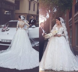 Manches longues boutons robe backless de mariage en Ligne-Elegant Tulle Appliques robes de mariée perles 2017 Nouvellement dit Mhamad manches longues robe de bal Robes de mariée Illusion Backless avec des boutons